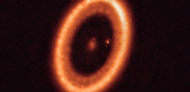 Новые изображения с телескопа ALMA доказывают наличие лун, формирующихся за пределами Солнечной системы