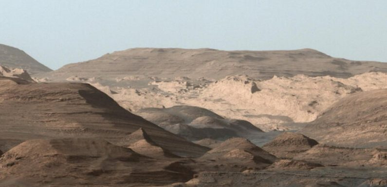 Кратер Гейла на Марсе: Древнее озеро или просто лужи?
