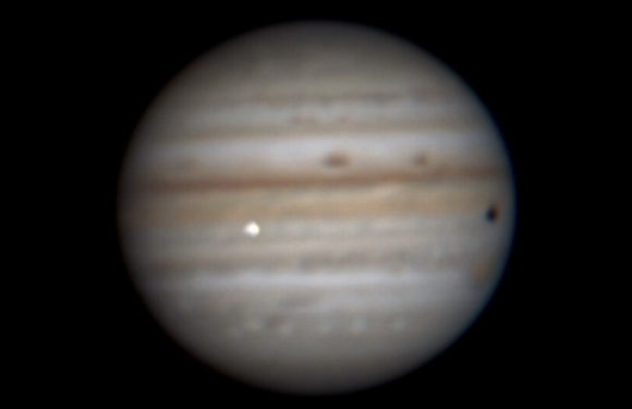 Астроном-любитель зафиксировал падение астероида в экваториальной области Юпитера